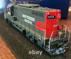 HO Athearn Genesis Southern Pacific Commute GP9 with DCC / Tsunami 2 Sound